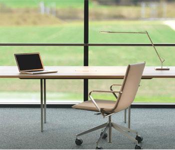 Tư vấn trang trí nội thất văn phòng sử dụng bàn làm việc mát